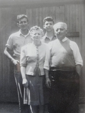 Jack and Ben Gorelick with their parents