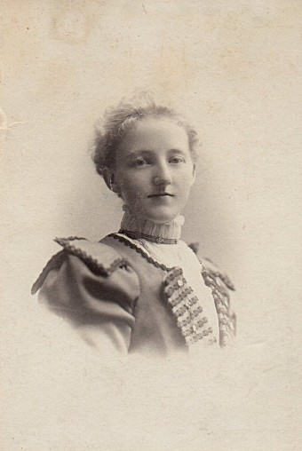 mary davies nyc c1900 (Mrs. WA Robinson photography studio)